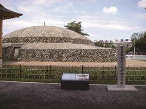 国指定史跡 武蔵府中熊野神社古墳 ■写真提供:府中市教育委員会
