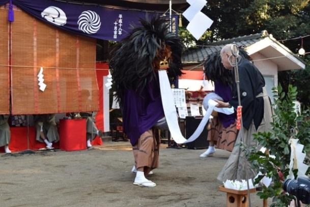 無形民俗文化財(民俗芸能): 氷川神社での「帯舞」