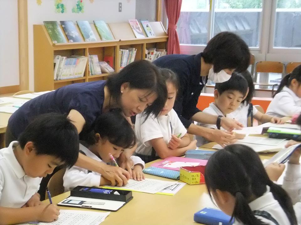 土曜日を活用した放課後子供教室の取組  品川区「すまいるスクール品川学園」「英語教室」